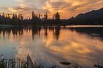 North America, USA, Colorado, Rocky Mountain National Park, Sprague Lake sunrise