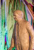 Statue of Thomas Edison, Banyan tree bathed by Christmas lights