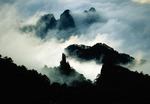 Huangshan's Peak that Flew from Afar and other peaks emerge from the clouds