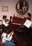 Shanghai Children's Palace music education room violin lesson