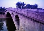 Hebei's Big Stone Bridge, Anji Bridge or Zhaozhou Qiao (built 591-599 AD by mason Li Chun), is first segmented arc bridge in world, on Jiaohe River
