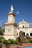 Colonial Leon, statue of Maximo Jerez and Leon Cathedral