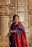 Delhi: Urban woman in sari at Qutub Hindu temple