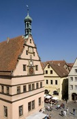 Rothenburg ob der Tauber's Ratstrinkstube (City Councilor's Tavern) with clocks and sundial overlooking Markt Square