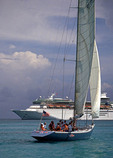 Sint Maarten: Racing yacht and cruise ship