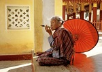 Burmese woman smoking cheroot at Shwezigon Pagoda in Bagan