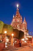 San Miguel de Allende's gothic La Parroquia de San Miguel Arcangel (Church of St. Michael the Archangel) at the Jardin in the evening