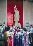 In 1981 the grand reception room at the Nanjing Yangtze River Bridge featuring a statue of Mao Zedong had been turned into a souvenir shop for tourists.