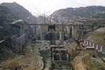 Three Gorges Dam, construction of lock in 2001