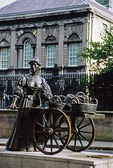 Statue of Molly Malone on Dublin's Grafton Street