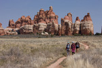 Emily, Audrey and Cora Randall in Chesler Parkl, Needles District, Canyonlands National Park, Utah