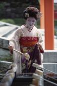 Misuzu the maiko (apprentice geisha) at Fushimi Temple, Kyoto, Japan