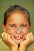 10 year old girl with White's tree frog