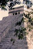 THE TEMPLE OF KUKULCAN (EL CASTILLO), CHICHÉN ITZÁ, YUCATÁN, MEXICO