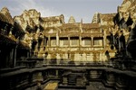 A GALLERY WITHIN THE MAIN TEMPLE COMPLEX, ANGKOR WAT, CAMBODIA