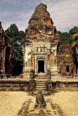EAST CENTRAL TOWER, PREAH KO, ROLOUS, ANGKOR, CAMBODIA