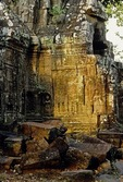 TEMPLE RUINS WITH DEVATAS, TA SOM, ANGKOR, CAMBODIA
