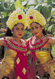 Bali dancers in tradtional costumes