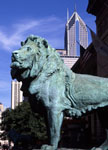 Lion statue in front of Art Institute of Chicago