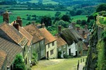 Golden Hill a street with row of houses in English hilltop village, town of Shaftbury, Dorset, England, AGPix_0008