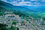 Medieval hilltop town of Assisi sitting above the Valle Umbra , Assisi, Umbria, Italy, AGPix_0101