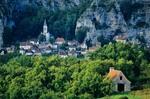 Medieval village of Gluges on banks of Dordogne River, Dordogne Valley, in Aquitaine, France, AGPix_0116