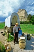 Reanactors with covered wagon, pioneers on the Oregon Trail at Scottsbluff National Monument, Nebraska, AGPix_0341