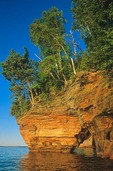 Sea caves in cliffs on Lake Superior shore in the Apostle Islands National Lakeshore at Bayfield, Wisconsin, AGPix_0814