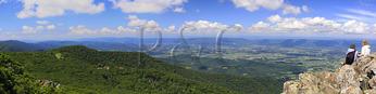Hikers near Appalachian Trail, Stony Man Mountain, Shenandoah National Park, Virginia, usa
