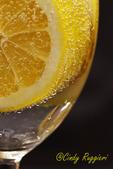 Lemon wedge and bubbles