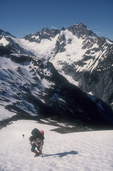 Ptarmigan Traverse, Mount Baker Snoqualmie National Forest, Cascade Mountains, Pacific Northwest, Washington State, U.S.A., North America, climber, view of Mount Formidable,