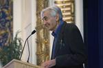 Howard Zinn addressing a large gathering