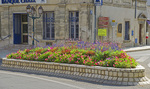 D800e 42.  A raised bed of flowers defines a
